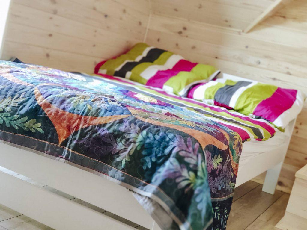 łóżko na piętrze